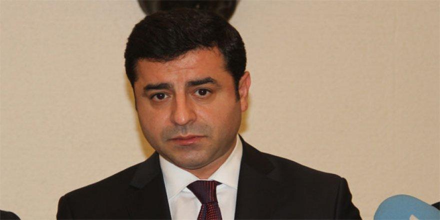Selahattin Demirtaş ile görüşmeye giden avukatın üzerinden cep telefonu çıktı