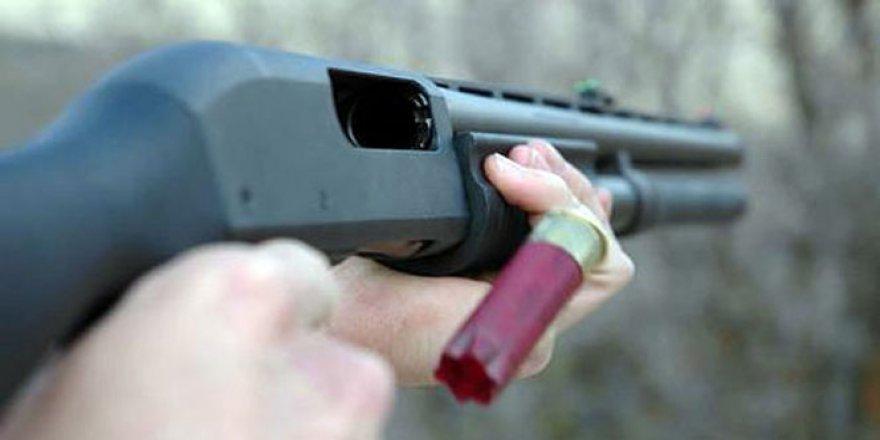 Bir avcı tuvalete giderken tüfeği ateş alınca...!