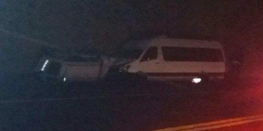 Sertavul Geçidi'nde 3 Otomobil Çapıştı: 4 Yaralı