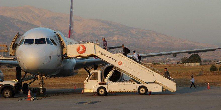 Kahramanmaraş'ta Uçuşlara Yağmur Engeli Gaziantep'e İniş Yaptırttı