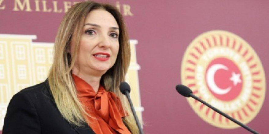 """Aylin Nazlıaka'dan Cinsel İstismar Önergesine Sert Tepki: """"Hangi yüzle sokağa çıkacaksınız?''"""