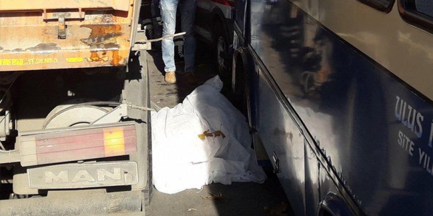 Ankara'da temizlik aracının altında kalan değnekçi öldü