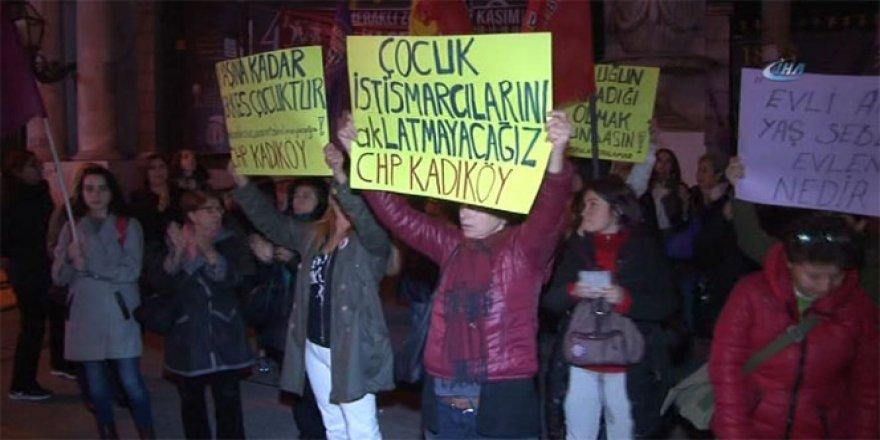 Beyoğlu Galatasaray Meydanı'nda 'cinsel istismar' protestosu