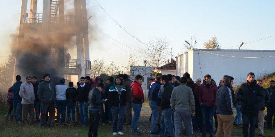 Bafra'da Borçtan Suları Kesilen Mahalleli Eylem Yaptı