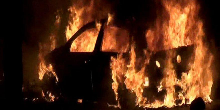 Kemer'de Kaza Yapan Araç Alev Topuna Döndü!