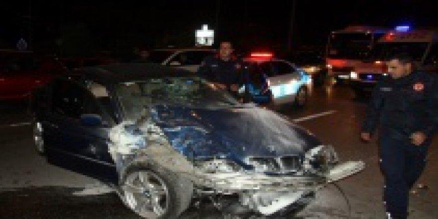 Konyaaltı'nda Zincirleme Kaza: 3 Yaralı