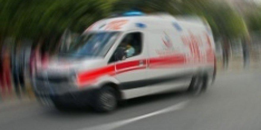 Bayrampaşa'da Otomobil Servis Minibüsüyle Çarpıştı: 1'ağır 6 Yaralı