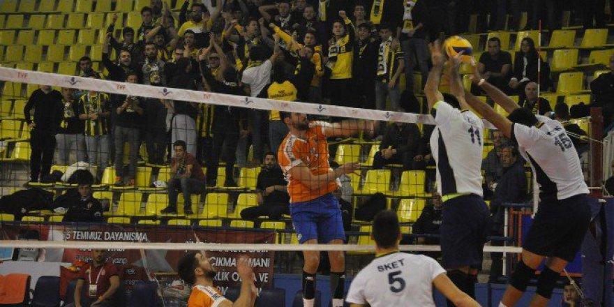 Voleybol Efeler Ligi'nde Fenerbahçe 3-2 İnegöl Belediyespor