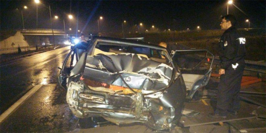 TIR Otomobile Çarptı: 1'i Ağır 3 Yaralı