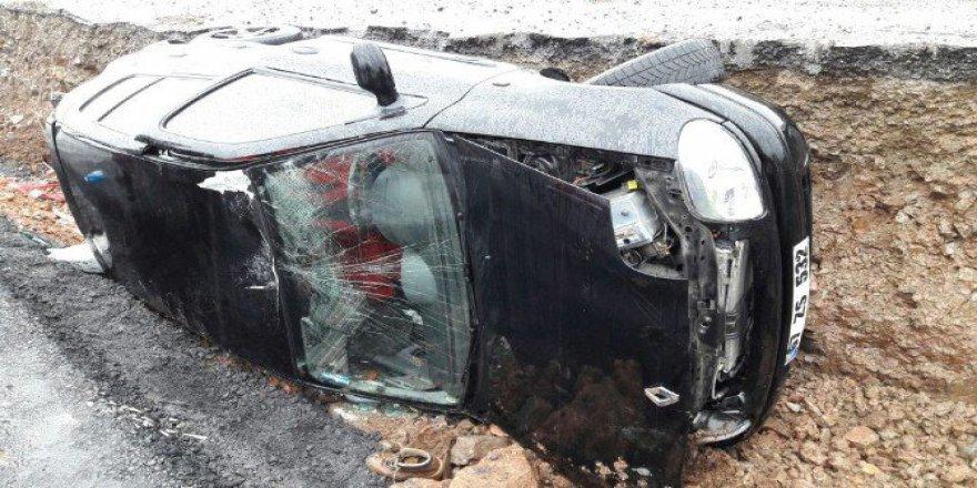 Ereğli'de Otomobil Orta Refüje Devrildi: 1 Yaralı