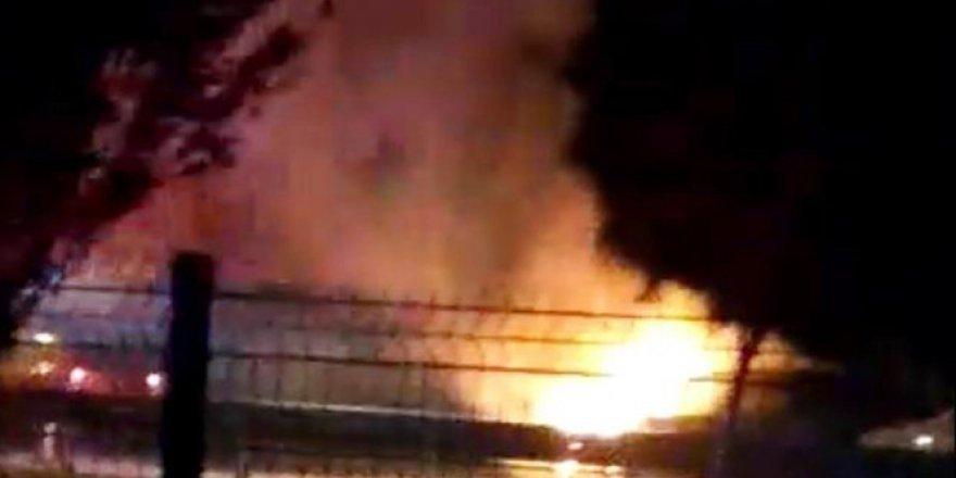 Antalya'da 7 Aracın Karıştığı Zincirleme Kaza:1 Araç Yandı