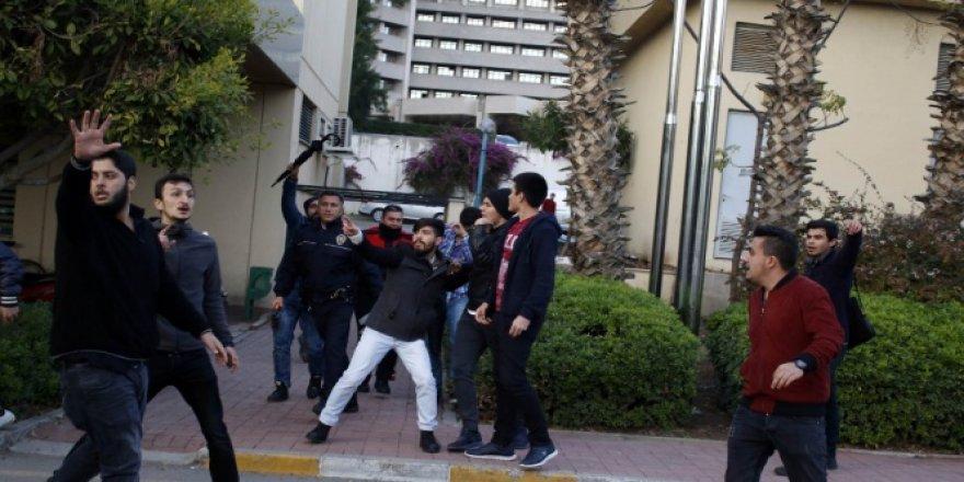Akdeniz Üniversitesinde iki grup öğrenci arasında tekme tokat kavga