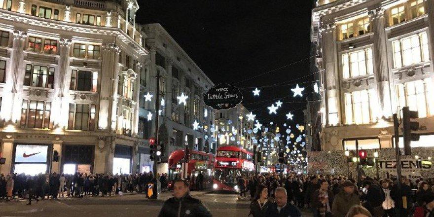 Başkent Londra'da Yılbaşı Alışverişi Hızlandı