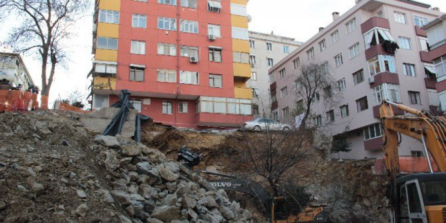 Maltepe'de Göçük, 7 Katlı Bina Boşaltıldı