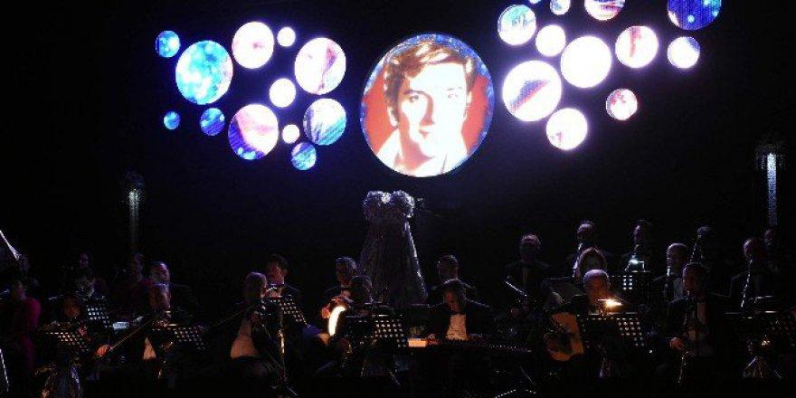 Sanat Güneşi Zeki Müren Bursa'da Konserle Anıldı