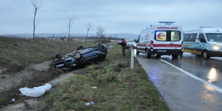 Kocaeli, Kandıra'da Otomobil Kaygan Zeminde Takla Attı: 2 Yaralı