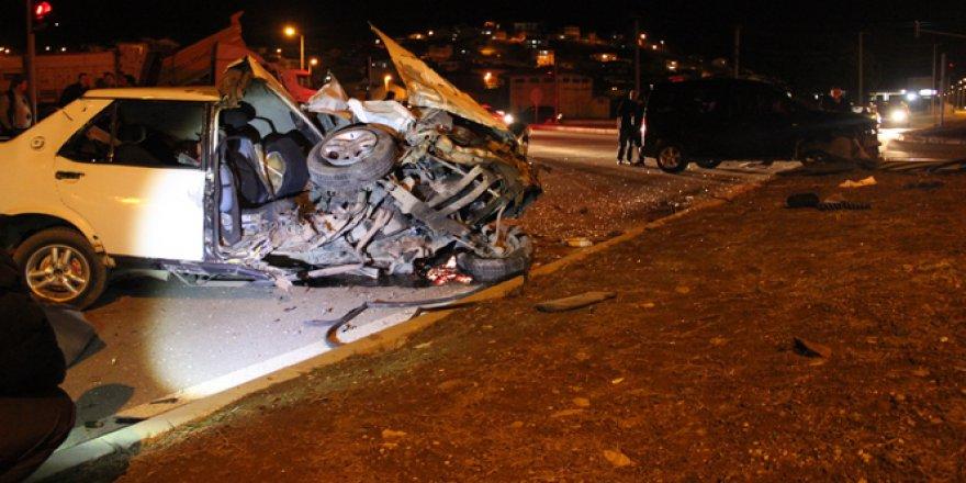 Çanakkale, Çan'da Korkunç Kaza! Otomobil paramparça oldu: 3'ü ağır 4 yaralı