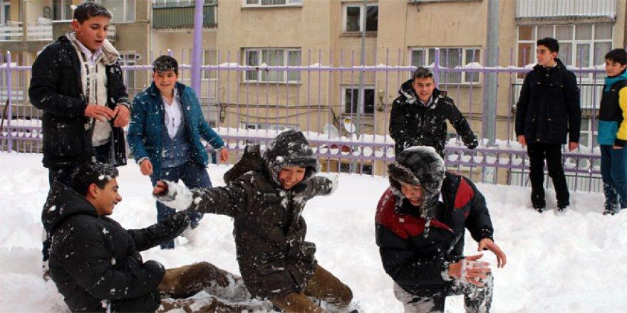 Bolu'da Eğitime 1 Günlük Kar Engeli