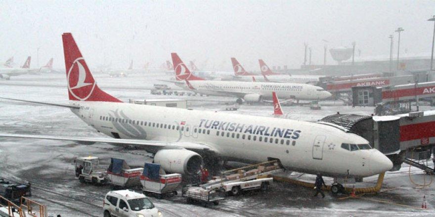 Yoğun Kar Yağışı ve Tipi Hava Ulaşımını Engelledi