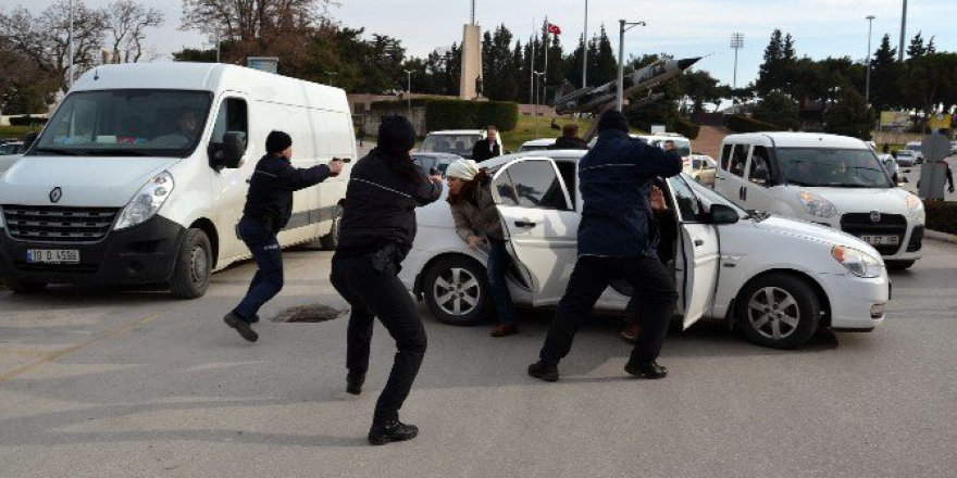 Polisten Nefes Kesen Operasyon
