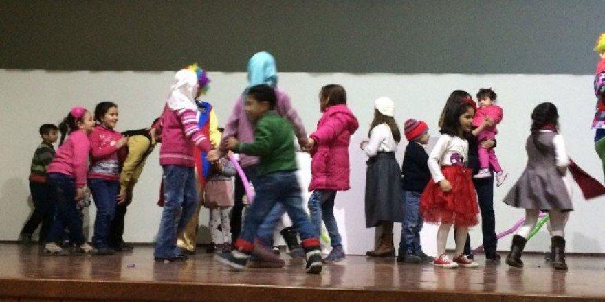 SAÜ'den Mülteci Çocuklara Motivasyon Programı
