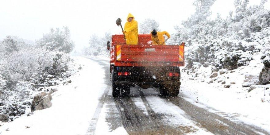 İzmir'e kar yağdı! Uyarılar gerçek oldu