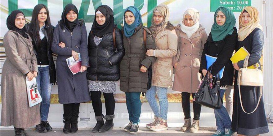 Suriyeli gençler Ülkelerindeki Savaşın İzlerini Silmek İstiyorlar