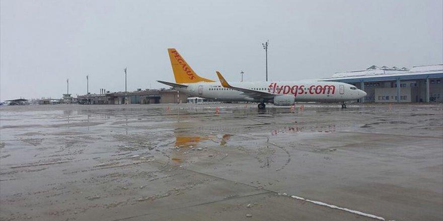 Bursa'da Pegasus Yolcu Uçağı Zorunlu İniş Yaptı