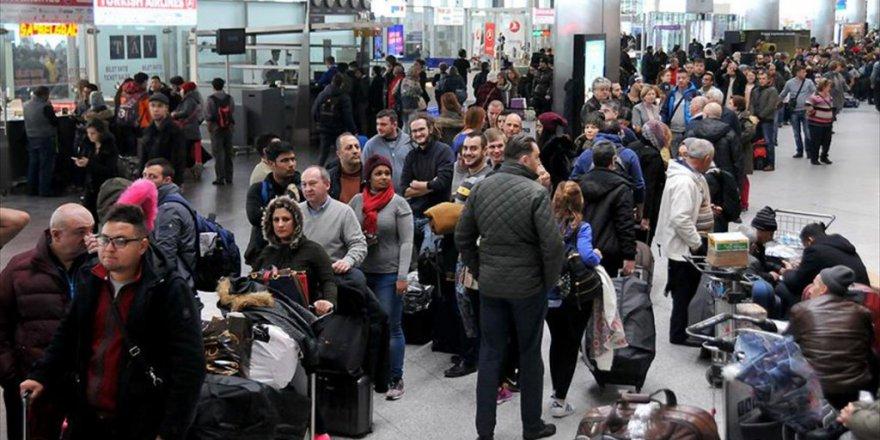 Atatürk Havalimanı'nda Yolcu Yoğunluğu sürüyor