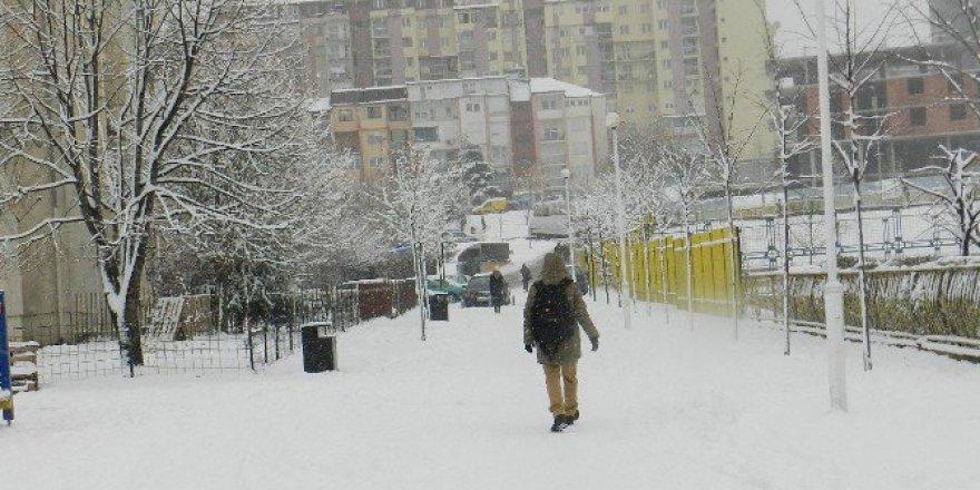 Kosova'da Eğitime Kar Engeli