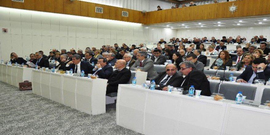 İzmir Meclisi'nde Zincirleme Kaza Gerginliği