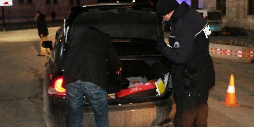 Sivas'ta Polisten 'Şok' Uygulama: 2 Şüpheli Yakalandı