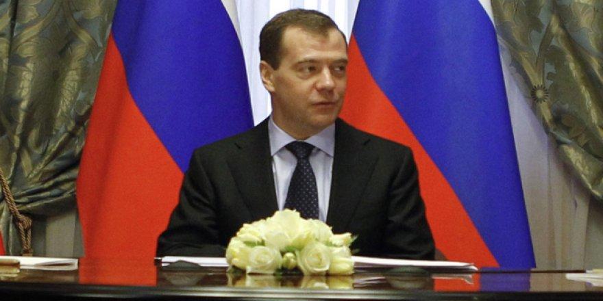 Medvedev Yeniden Koltuğa oturdu