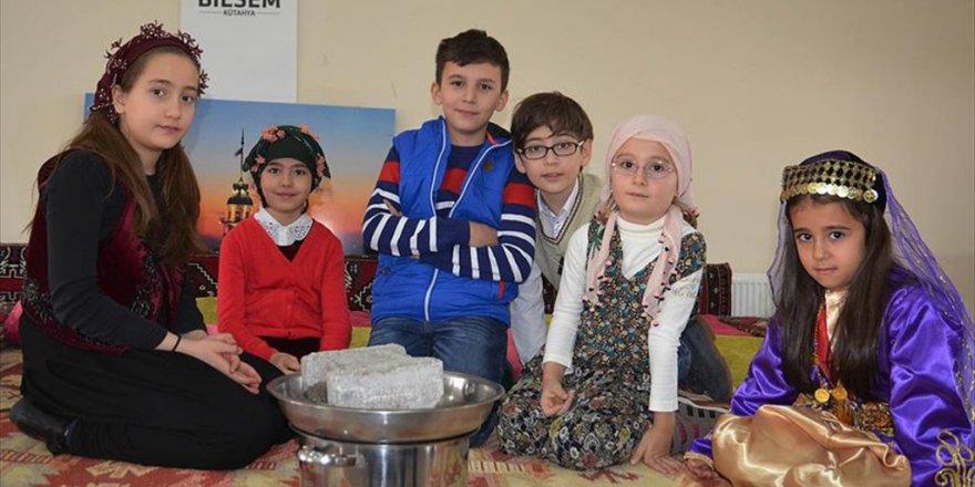 Kütahya'da Öğrenciler Doğal Yollarla Peynir, Turşu, Sirke Üretiyor