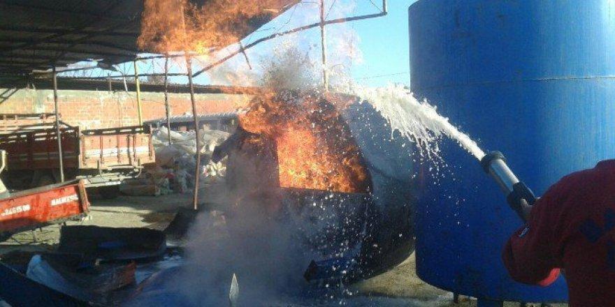 Zeytinli Mahallesi'nde Alev Alan Yağ Tankını İtfaiye Söndürdü