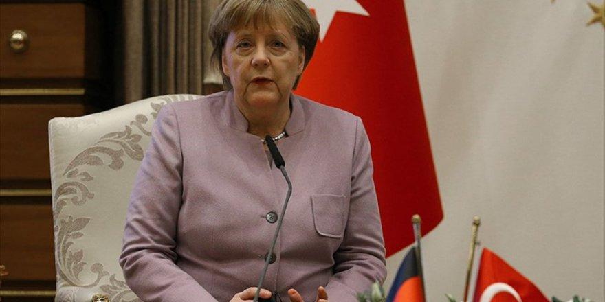 Merkel'den Fetö Açıklaması! Görüşeceğiz