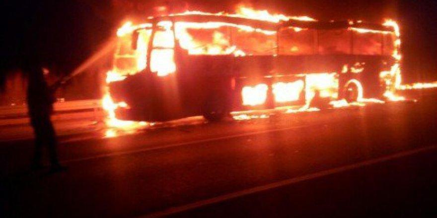 TEM Ototolu Damlama Mevkiinde Yolcu Otobüsü Alev Alev Yandı