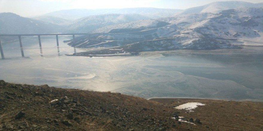Ceyhan Nehri Üzerindeki Kandil Barajı Buz Tuttu