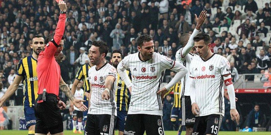 Fenerbahçeli futbolcu Van Persie 'Bence Net Bir Kırmızı Karttı'