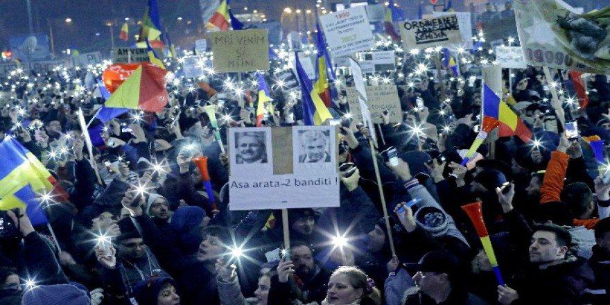 Romanya Halkı İstifa Bekliyor