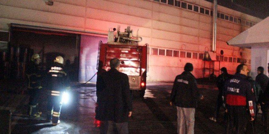 Düzce'de Organize Sanayi Bölgesi'nde Fabrika Yangını: 5 İşçi Zehirlendi