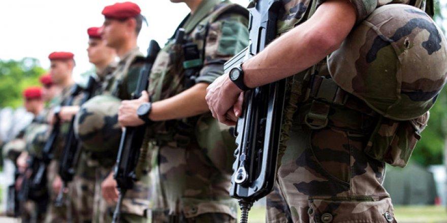 Fransa'da Yemeğe Çıkan Askerlerin Silahı Çalındı