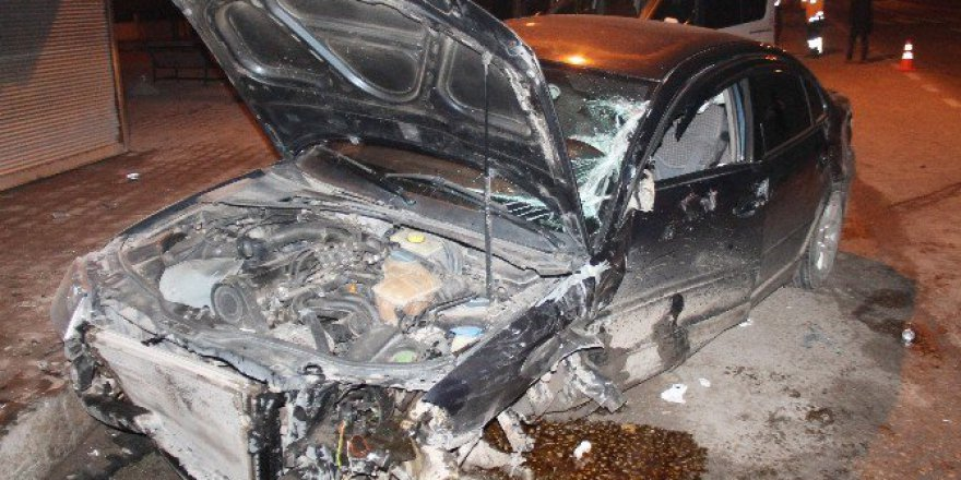 Elazığ-Bingöl Karayolunda Ambulans İle Otomobil Çarpıştı: 3 Yaralı