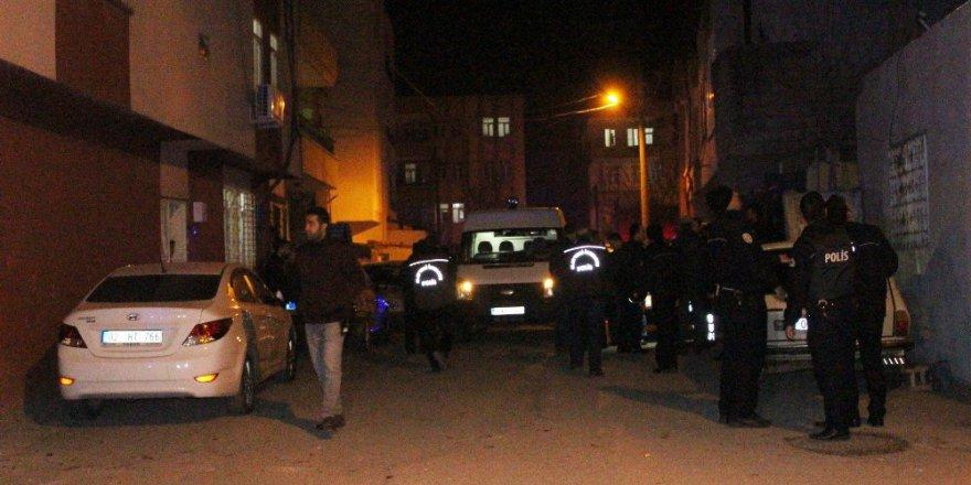 Adıyaman'da İki Komşu Arasında Silahlı Sopalı Kavga: 8 Gözaltı