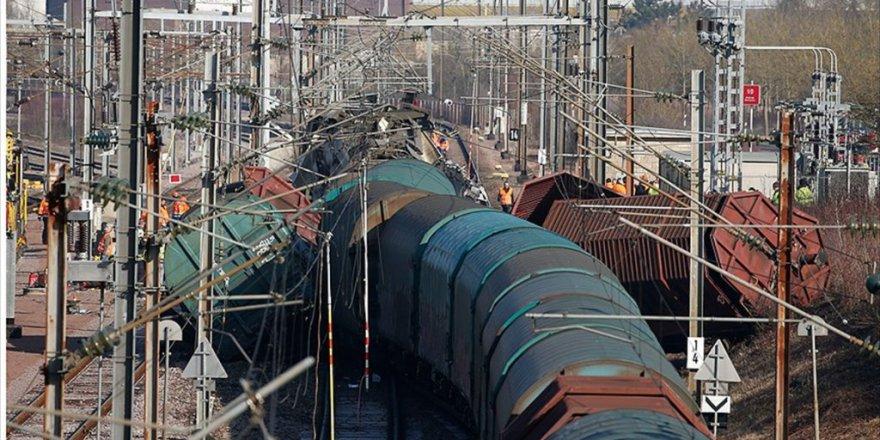Lüksemburg'da Yük Treni İle Yolcu Treni Çarpıştı: 1 Ölü