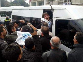 Aydın, Efeler'de Eğitim-Sen Eylemine Polis Müdahalesi: 5 Gözaltı
