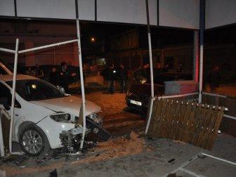 Bursa, İnegöl Özyeşil Caddesi'nde Zincirleme Kaza: 3 Yaralı
