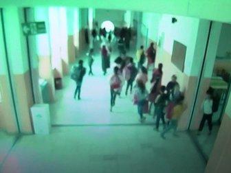 Siverek'te Öğrencilerin Deprem Paniği Güvenlik Kamerasına Yansıdı