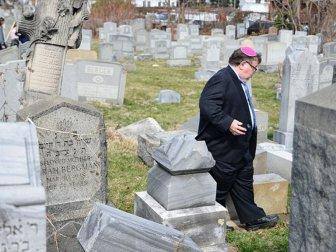 New York'ta Yahudi mezarlarına saldırı