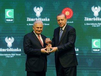 Yıldırım ödülünü Erdoğan'dan aldı
